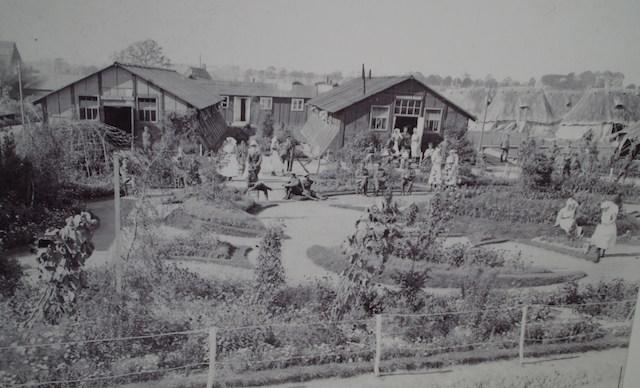 Soldiers and Nurses at Lijssenthoek